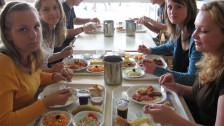 Setkání ve Francii (2006-07)  Oběd ve školní jídelně